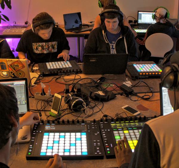 Kursus i at lave musik på computeren hos den elektroniske musikskole Rumkraft